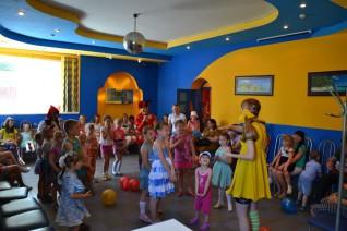 Компания Мечта постоянно проводит бесплатные мероприятия и праздники для детей сотрудников и жителей поселка