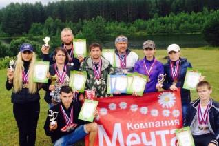 Компания Мечта оказывает спонсорскую помощь футбольной и туристической командам района